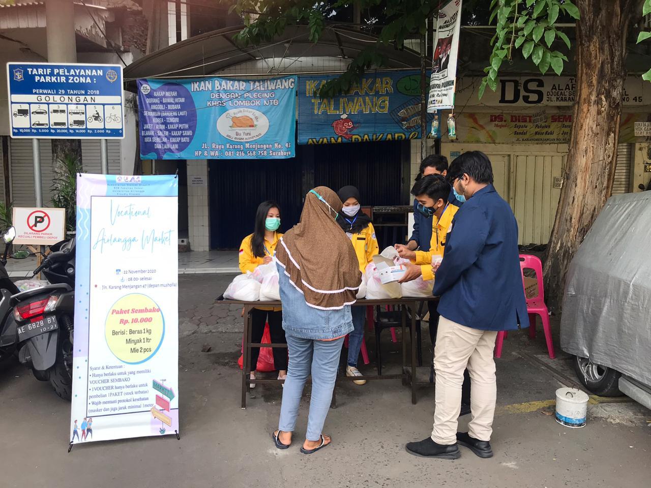 Kementerian Ekonomi Kreatif Ramaikan Vocational Airlangga Market Dengan Mengadakan Pasar Murah
